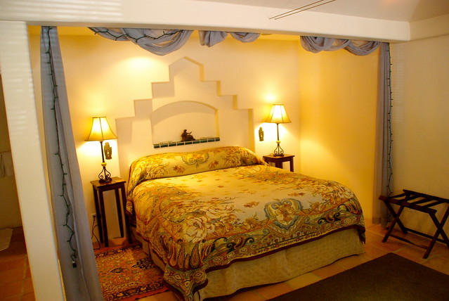 cottage inn and spa bed