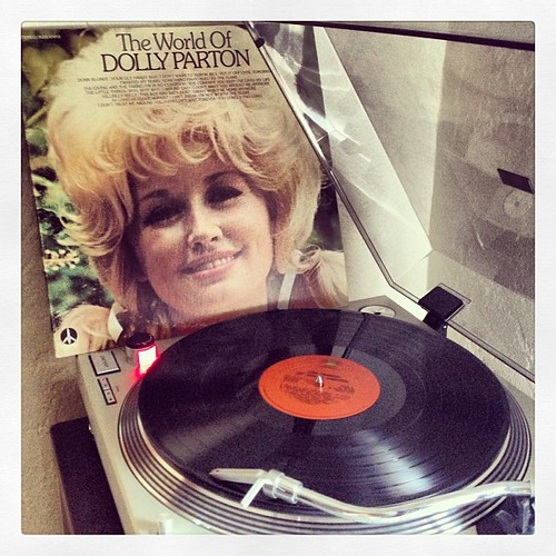 #sundaysoundslikethis #nowspinning #photographicplaylist #dollyparton #vinyligclub #clubrpm by Big Gay Dragon