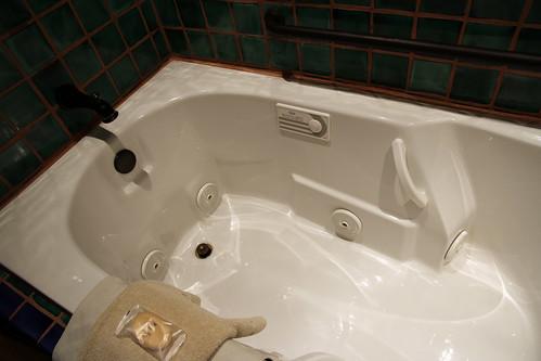 La Posada - Room 241 (Emilio Estevez) - How Deep Is Your Tub