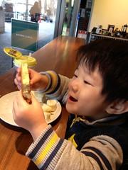 スタバでパンケーキ食べるとらちゃん 2013/2/20