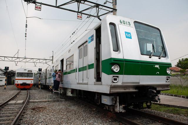 東京メトロ千代田線6000系と103系東海色