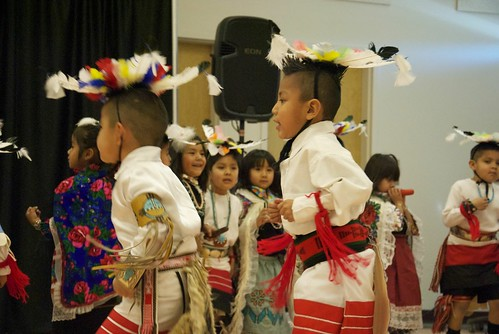 <p>Children from the Zuni Pueblo in New Mexico perform for Teatr Figur Kraków.</p>