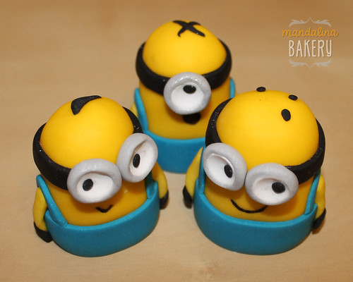 Despicable Me Minions Birthday Cake for Simon 6