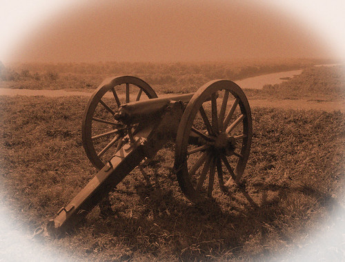 confederate cannon on fort hill