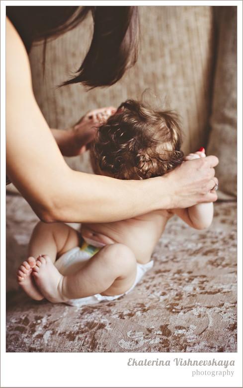 фотограф Екатерина Вишневская, хороший детский фотограф, семейный фотограф, домашняя съемка, студийная фотосессия, детская съемка, малыш, ребенок, съемка детей, кудри, кудряшки, материнство, памперсы, пелинание, фотограф москва