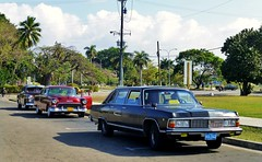 GAZ-14 Chaika - Plaza de la Revolución, La Habana, Cuba