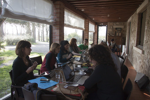 La crew Cowinning al lavoro nel relais Villa Acquaviva