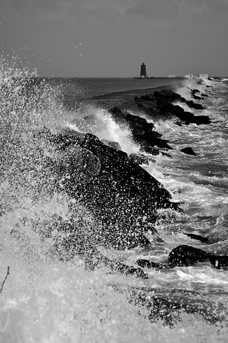 Storm at the Great South Wall by Daniel Dudek-Corrigan on Flickr under CC BY 2.0