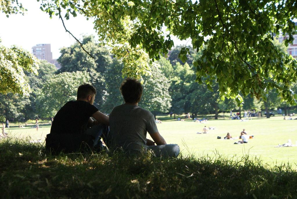 Météo Londres : Repos à l'ombre dans le parc de Hyde Park.
