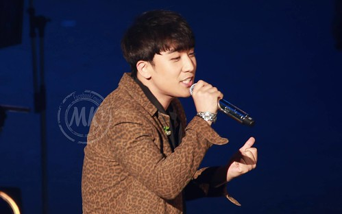 Seung Ri - Tokyo Girls Collection - 28feb2015 - Molly & Kelly's Shop - 02