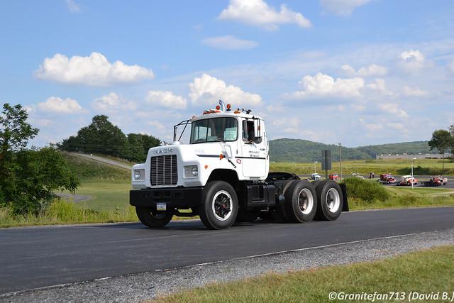 1986 Mack U686ST Tractor