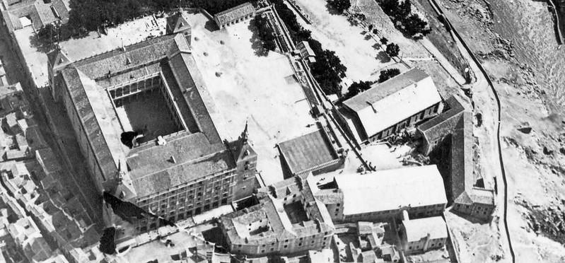 Alcázar, edificio de Capuchinos y picadero en 1915. Detalle de una vista aérea del Ejército de España