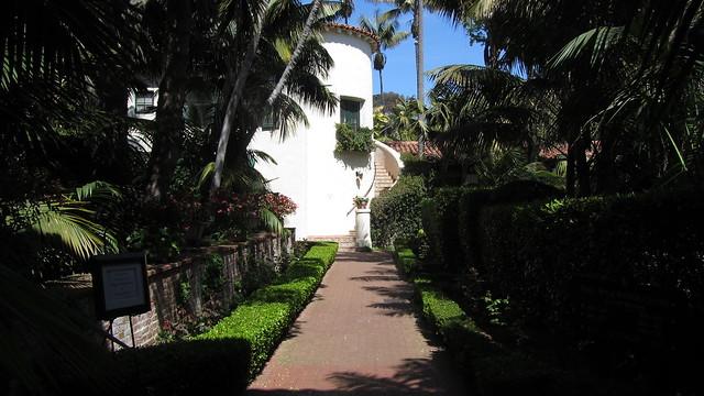IMG_7848 Biltmore courtyard walkway