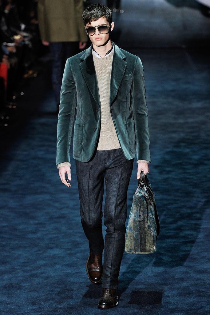 Taylor Cowan3005_1_FW12 Milan Gucci(VOGUE)
