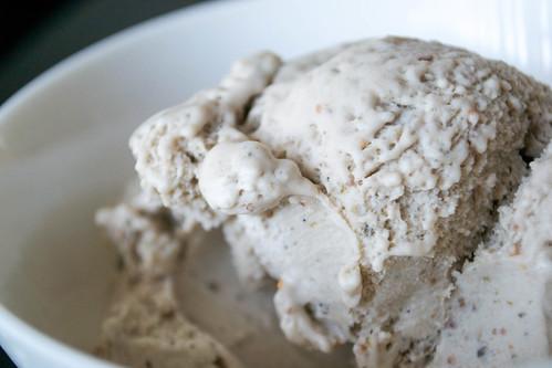 fig ice cream scoop