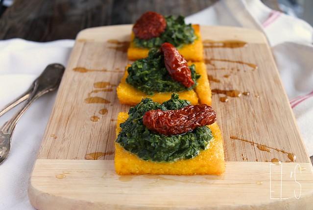 Carrés de polenta grillée