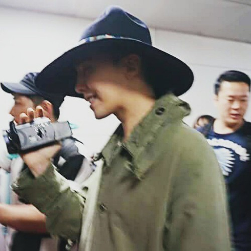 Big Bang - Jeju Airport - 20may2015 - G-Dragon - charm.hana - 02
