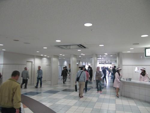 京都競馬場のインフォメーション脇