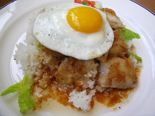 Fish Loco Moco, Photo by Andrew Samansco/Wikimedia Commons