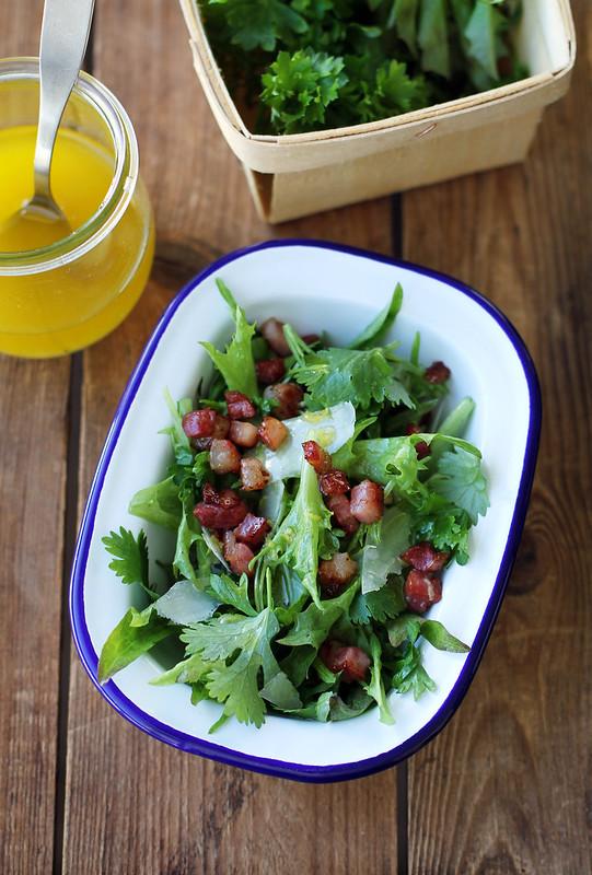 Yrttisalaatti ja sitruunakastike