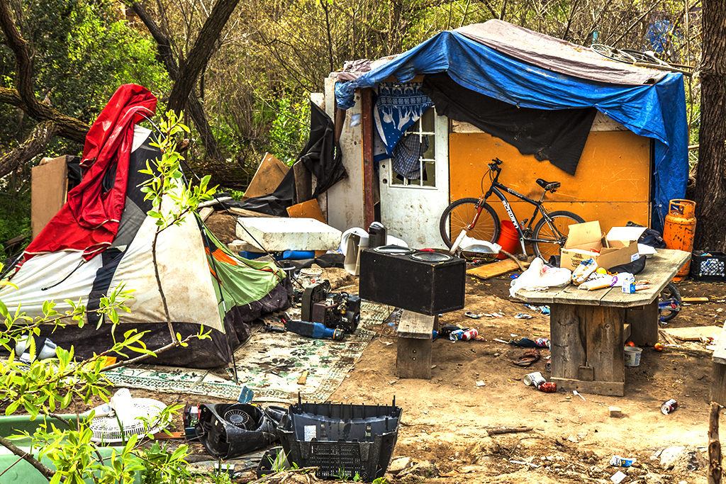 Tent-city-on-Story-Road-on-3-18-13--San-Jose-3