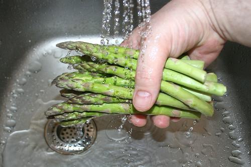 14 - Grünen Spargel waschen / Clean green asparagus