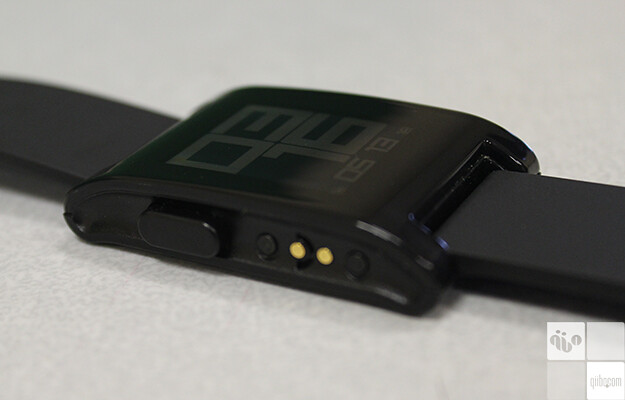 - QiiBO Reviiew: Pebble Smartwatch