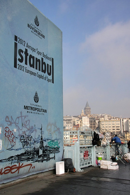 Galata tower and Karakoy district view from the Galata bridge, Istanbul, Turkey イスタンブール、ガラタ橋から見た新市街