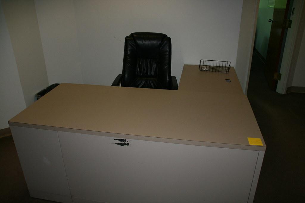 L Shape Shaw Walker Beige Desk From Front Ga Lowden Flickr