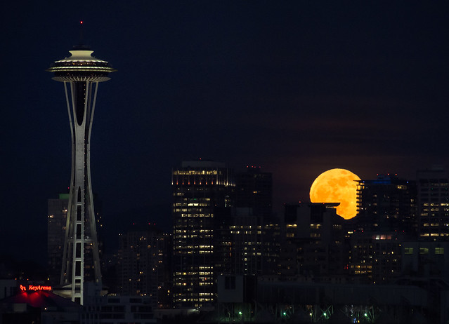 8682397691 f281071d97 z 20 Awesome Photos Of The Supermoon