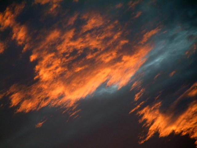 ...há Algo no céu...