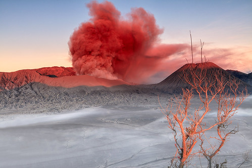 sunrise indonesia landscape volcano smoke mountbromo jave