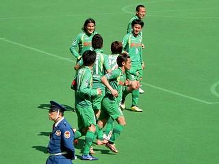 杉本選手の周りに笑顔が集まる。
