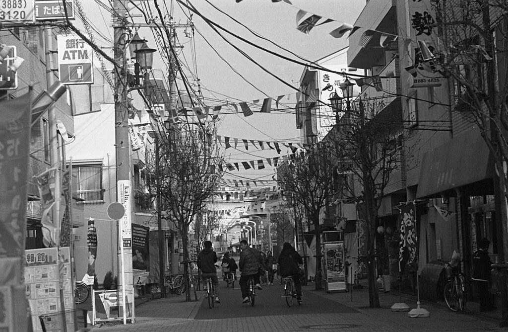 万国旗のある商店街