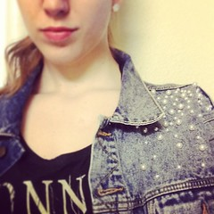 No denim jacket is complete without a red lip. #denim #redlips #rock