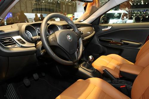Alfa Romeo Giulietta 2010 interni pelle tabacco