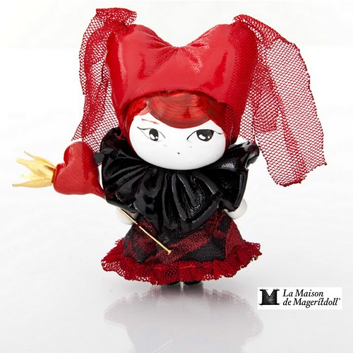 Mageritdoll Collection: THE QUEEN OF HEARTS (Resin Art Doll Brooch & Necklace - Muñeca artística resina) by La Maison de Mageritdoll