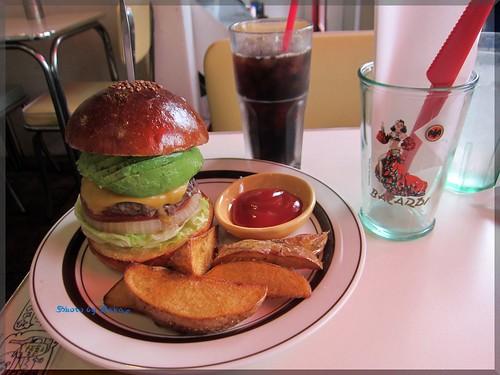 2013-05-30_ハンバーガーログブック_【名古屋】【新栄町】Ox diner 初訪問でした!まずはアボチーから。また伺います。-05