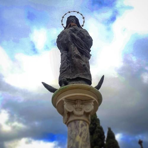 La virgen y el hornero #nofilter #estatua #statue #escultura #sculpture #hornero #art #arte