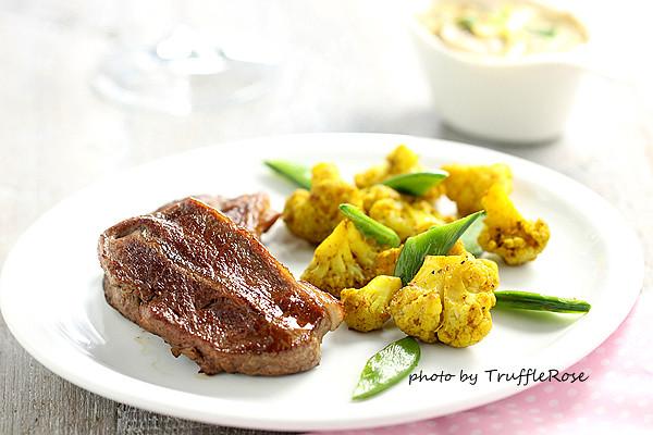 煎粉紅小牛排佐咖哩花椰菜、甜豆筴和蘑菇醬-20130403