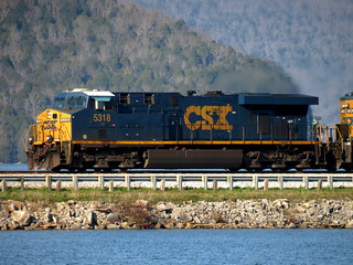 CSX 5318 Crosses the Nickajack Lake Causeway