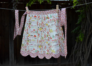 Scalloped Apron - Crafty Cook's Apron and Recipe Swap