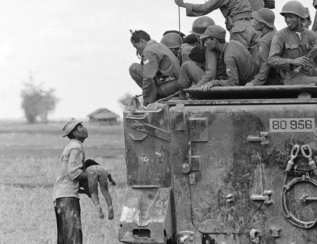 VIETNAM WAR CHILD KILLED