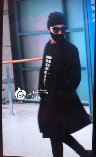 Big Bang - Incheon Airport - 10apr2015 - G-Dragon - GD Fan - 02