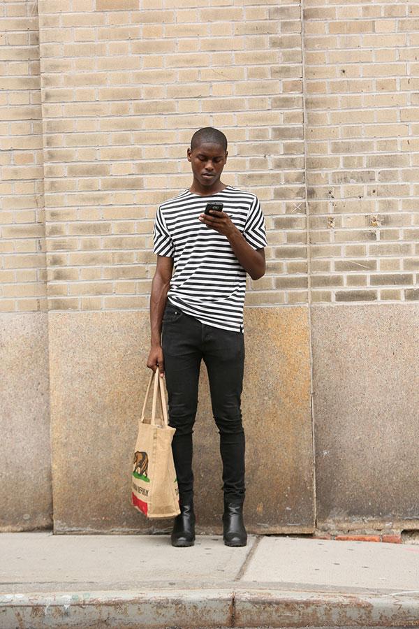 黒白ボーダーTシャツ×ブラックスキニージーンズ×黒ブーツ