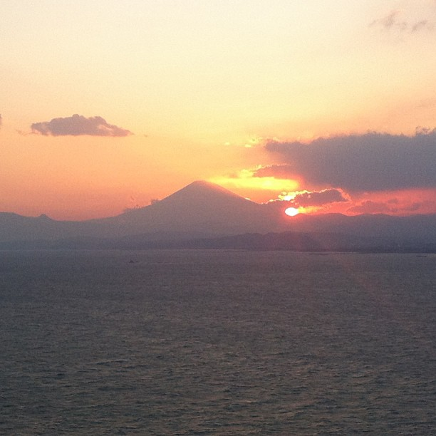 Sunset with Mt. Fuji ;) view from Enoshima 041213 #sunset #mtfuji #ichigonewjourney