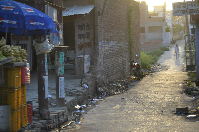 A picture of an alleyway in India