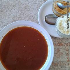 vegetable(0.0), produce(0.0), gravy(1.0), tomato soup(1.0), food(1.0), dish(1.0), soup(1.0), cuisine(1.0),