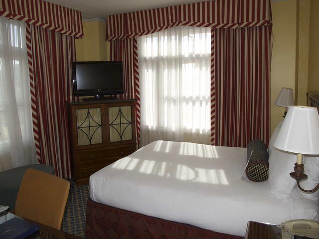 Nice, well-lighted room.
