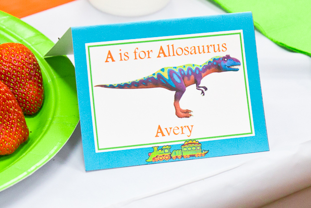 Dinosaur Tain Party Printables - Name tags